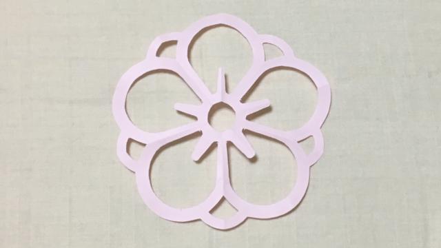 陰八重梅(かげやえうめ)の家紋切り紙