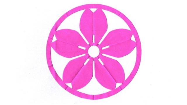 丸に山桜(まるにやまさくら)の家紋切り紙