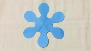 初雪(はつゆき)の家紋切り紙
