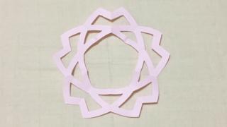 釜敷き山桜(かましきやまざくら)の家紋切り紙