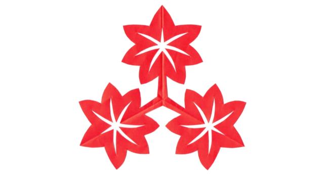 尻合わせ三つ楓(しりあわせみつかえで)の家紋切り紙