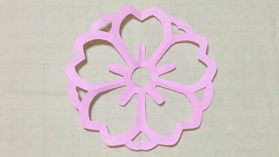 陰八重桜(かげやえざくら)の家紋切り紙