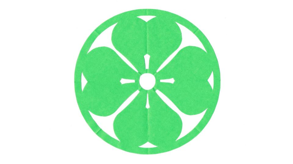 丸に四つ片喰(まるによつかたばみ)の家紋切り紙